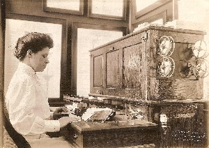 1908 Tabulating Machine (newly invented) US Census by Waldon Fawcett OM.jpg (217196 bytes)
