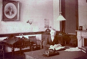 Office with Calendar Advertising a Job Printers Company OM.jpg (57582 bytes)